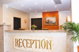 Book a room / Hotel reservation - reception